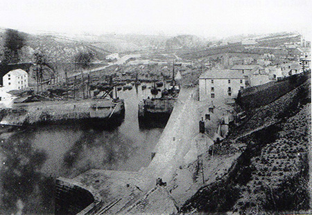 Bay View Terrace replaced an earlier row of houses called Buenos Aires Row. This image shows the harbour pre-1893 as the China Clay store has not yet been built.