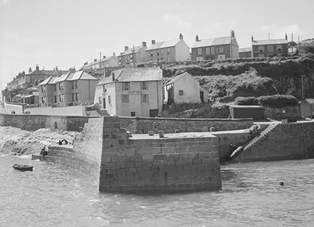 The Ship Inn in 1945.